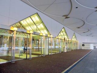 A entrada para o Centro de Convenções Internacionais Pamir