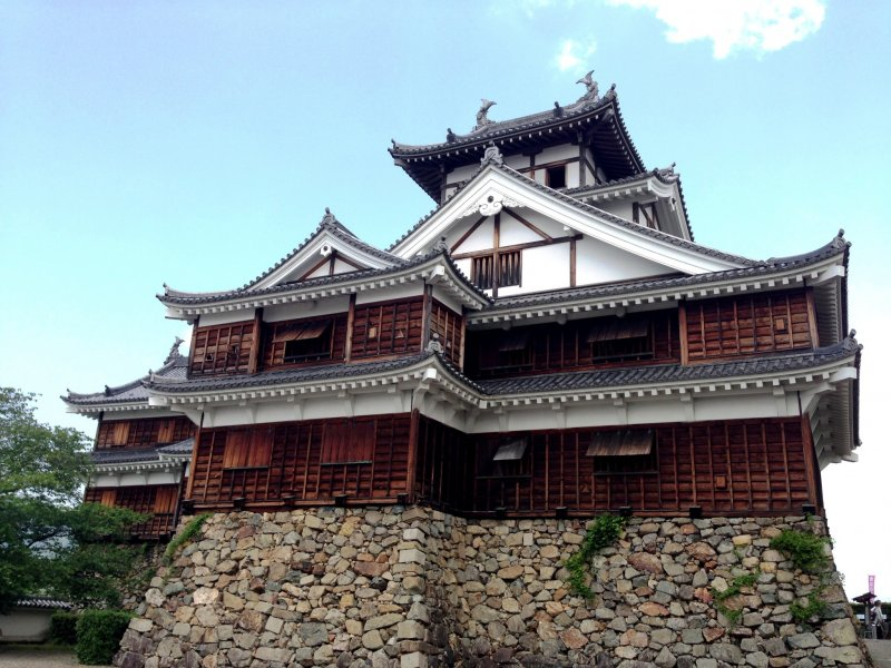<p>Fukuchiyama Castle remains a formidable sight even today.</p>