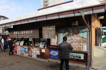 다카야마 역 바로 밖에는 관광센터가 있다.