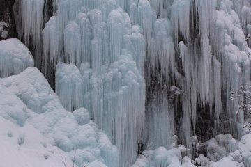 히다 다이쇼뉴도 동굴 바로 밖 얼음