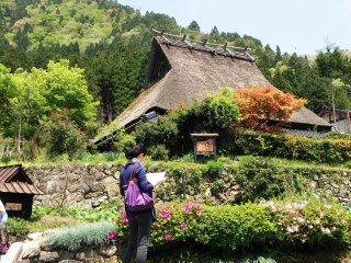 Miyama là một bảo tàng sống, với sự quyến rũ của Shirakawa-go, nhưng chỉ  mất một giờ đi từ Kyoto