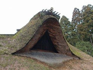 煙抜きの破風。茅葺きの屋根に風格がある