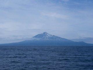Mt. Rishiri vu du ferry. Faisait-il froid ? Oui, en effet, il faisait assez froid ce matin.