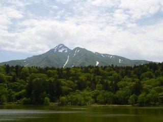 L'ascension du Mont Rishiri prend environ 10-12 heures (aller-retour), mais c'est toujours l'une des activités les plus populaires