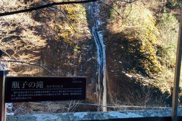 <p>Misuzu&nbsp;Falls slowly rushes through the worn stone</p>