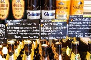 ドイツビールは種類豊富。ベーコンにはラオホメルツェン(スモークビール)、ヴァイスヴルスト(白ソーセージ)にはヴァイスビア(白ビール)など、相性の良いおすすめを教えてくれる。ドイツワインも多数揃えている。