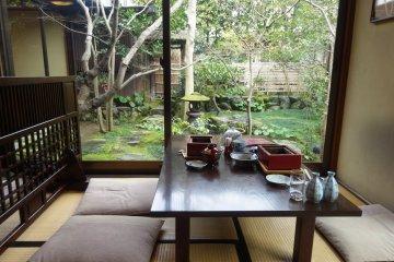 <p>The view of the garden at Motoyoshiya</p>