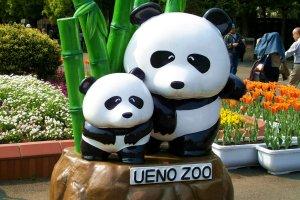 Dekat pintu masuk Ueno Zoo