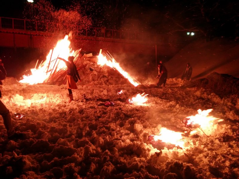 <p>Even with no street lights, visibility is no problem with all the fires</p>