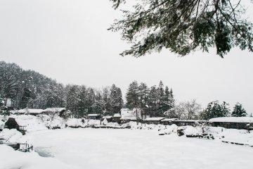 <p>Hida Folk Village deep under the beautiful snow.</p>