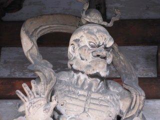 二王門の金剛力士、口を結んだ吽形(うんぎょう)像