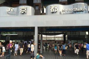 Pintu utama Stasiun Kyoto