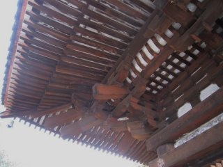 지붕 밑의 목조