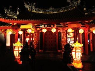 日本の神社の朱色とは異質な神聖さを感じる