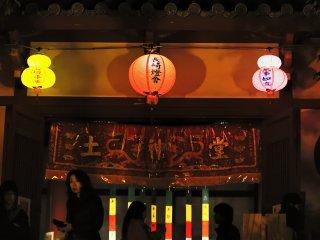唐人屋敷跡に幻想的な灯りが燈る
