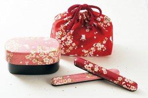 일본기지를 붙인 천 붙임 카가 코반 도시락 시리즈. 젓가락과   주머니도 세트로 구입 할 수 있다