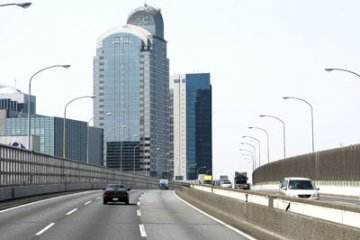 <p>Первые &quot;билдинги&quot; увиденные нами по дороге из аэропорта Нарита в Токио</p>