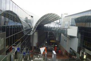 pemandangan stasiun Kyoto dari atas