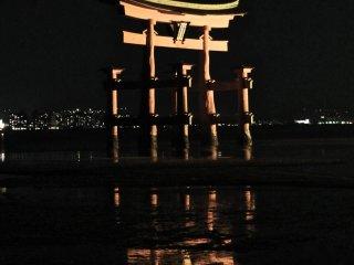 ประตูโทริที่มีชื่อเสียงของศาลเจ้า Itsukushima