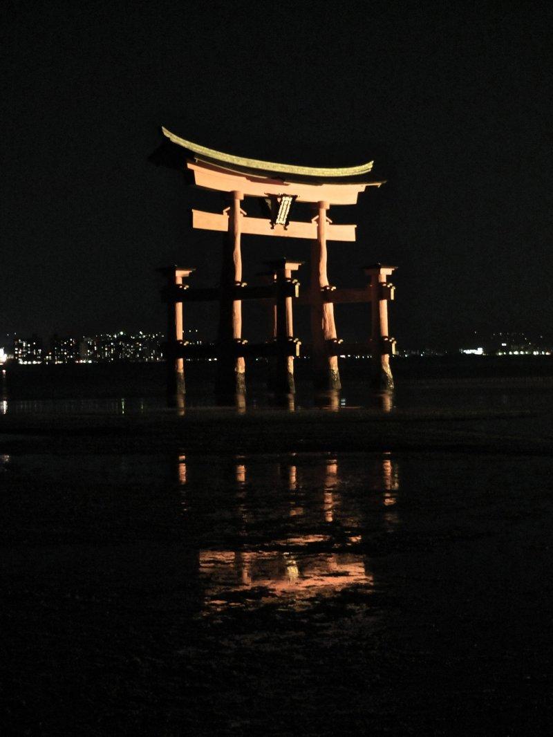 <p>The famous torii gate of&nbsp;Itsukushima Shrine</p>