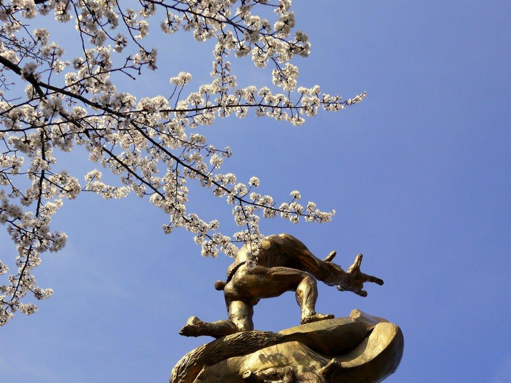 Dramatic statue near Biwako Canal Museum