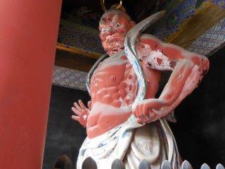 Détail à l'entrée du temple (porte Tori'i)