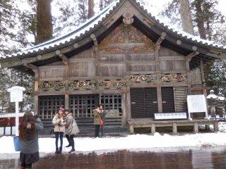 L'étable sacrée avec ses fameuses boiseries représentant les singes de la Sagesse