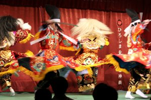 Spinning quickly in unison with costumes flaring, one of the famous trademarks of Kagura