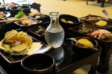 <p>The set lunch served with sake. Included local foods such as raw shark, smoked deer meat and more</p>