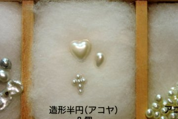 <p>A heart-shaped pearl</p>