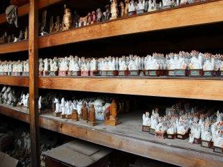 Cette étagère abrite les anciens renards ayant remplis leurs fonctions
