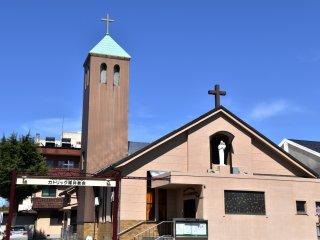 Nhà thờ Công giáo Fukui trên đường Sakura