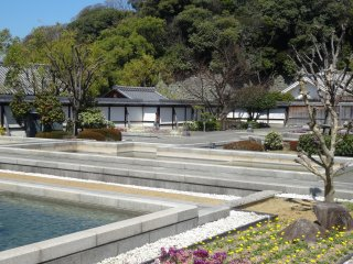 The pools of water in the more modern section of the Ninomaru Garden