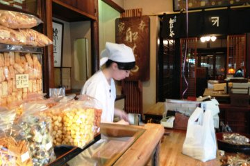 <p>Experience traditional family hospitality at Funashiya&#39;s&nbsp;confectionery store.</p>