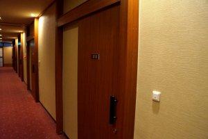 방 문은 모두 미닫이 형식이에요.