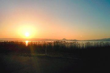 <p>아침햇살에 맞아 빛나는 비와 호- 산책하기 좋은 날이였어요!</p>