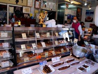 역에서 아라시야마로 가는 길에 있던 가게.