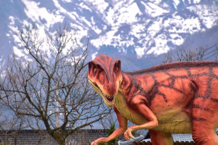 เทศกาลซากุระในอาณาจักรไดโนเสาร์
