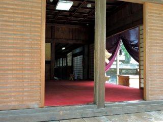 Pemandangan bagian dalam kuil