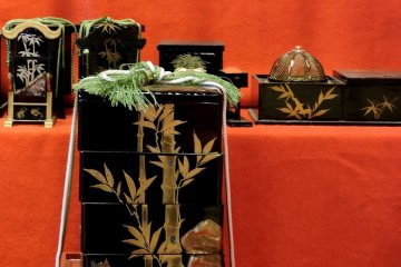 <p>Beautiful lacquered boxes</p>
