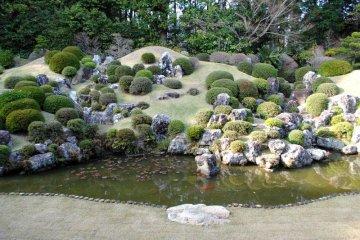 Ryotanji's famous back garden, designed by Enshu Kobori