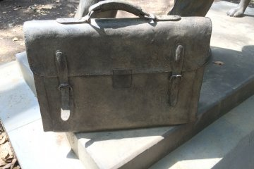 <p>Professor Ueno&#39;s briefcase</p>