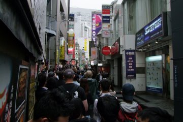 <p>Crowds lining up for the grand opening</p>