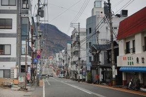 Jalanan utama di kota Yuzawa, Niigata