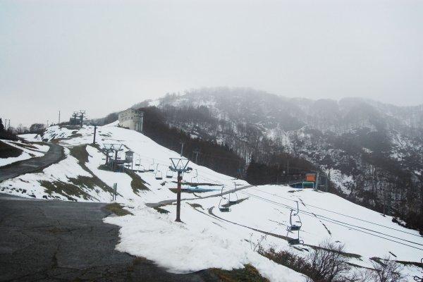 Atraksi utama yaitu bermain ski, sayangnya awal Desember belum buka.