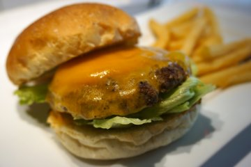 <p>The classic Cheeseburger. Hold the tomato, please!</p>