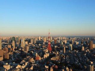 Вид со смотровой площадки просто первоклассный. Вид на Токийскую башню с Роппонги Хиллз