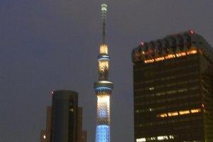 Tokyo Skytreeiluminada