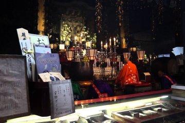 Cầu nguyện Quan Âm tại chùa Osu-Kannon