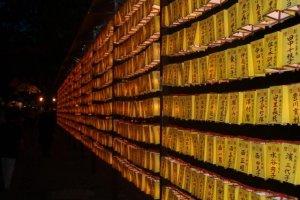 Walls of lanterns